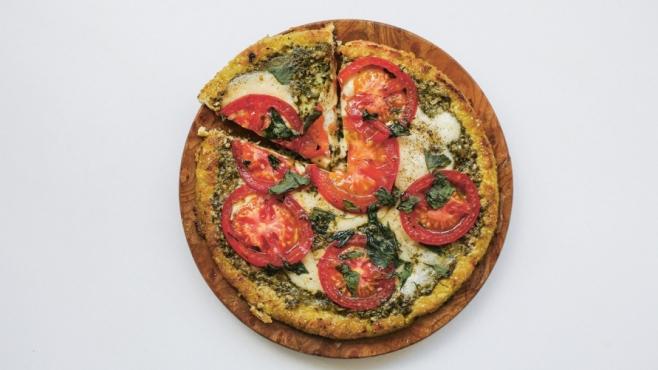 mini caprese cauliflower pizza