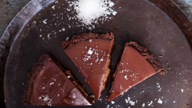 No Bake Salted Chocolate and Date Pie