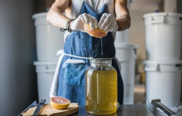 Steve Mekoski  adding grapefruit to kombucha